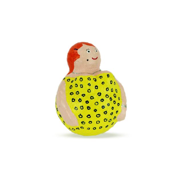 Dikke Dame in gele avondjurk